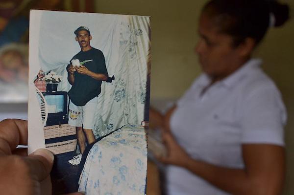 Asesinato de una joven desencadena otras dos muertes en Baní,María Altagracia Avalo Díaz, de 23 años, fue asesinada.Fotos: Carmen Suárez/acento.com.do.Fecha: 05/01/2012.