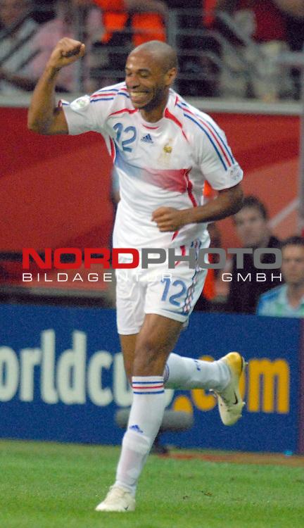 FIFA WM 2006 -  Round of Sixteen - / Viertelfinale <br /> <br /> Play    #60 ( 01. Juli) -  Brasilien - Frankreich<br /> <br /> <br /> <br /> Jubel von Thierry Henry (FRA) nach seinem Treffer zum 0-1<br /> <br /> <br /> <br /> Foto &copy; nordphoto