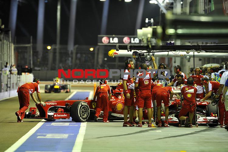 19.-22.09.2013, Marina-Bay-Street-Circuit, Singapur, SIN, F1, Grosser Preis von Singapur, Singapur, Fernando Alonso (ESP),  Scuderia Ferrari - Felipe Massa (BRA), Scuderia Ferrari <br />  Foto &copy; nph / Mathis