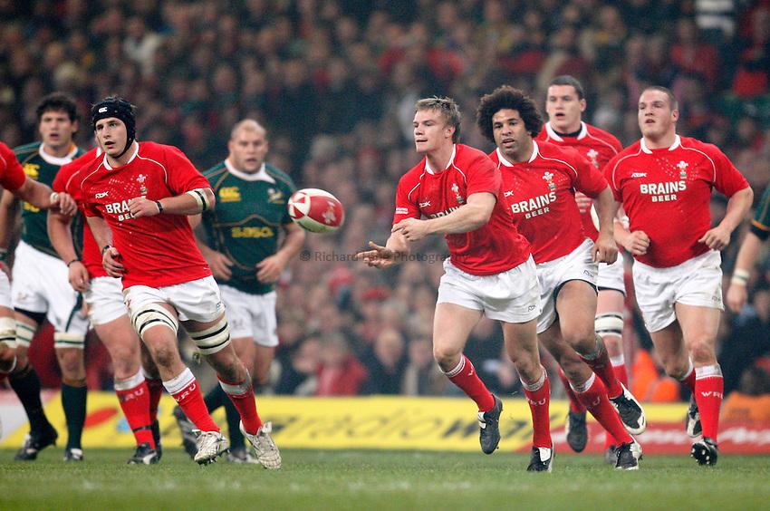 Photo: Richard Lane/Richard Lane Photography..Wales v South Africa. Prince William Cup. 24/11/2007. .Wales' Dwayne Peel passes.