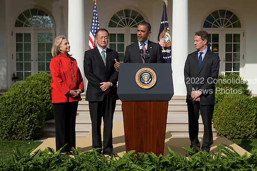 United States President Barack Obama, center right, introduces Jim Yong Kim, president of Dartmouth College, center left, as a nominee to become president of the World Bank with U.S. Secretary of the Treasury Timothy Geithner, right, and U.S. Secretary of State Hillary Rodham Clinton, left, look on in the Rose Garden of the White House in Washington, D.C., U.S., on Friday, March 23, 2012. Kim was born in Seoul and is a U.S. citizen. He would succeed Robert Zoellick as the head of the bank. The bank made $57 billion loans in the last fiscal year..Credit: Andrew Harrer / Pool via CNP