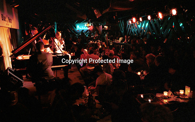 dievmus00624 Jazz. A band performing at the Jazz club Blue Note on May 23, 1998 in New York City, USA. Blue Note is one of the best known Jazz venues in New York City..©Per-Anders Pettersson/iAfrika Photos
