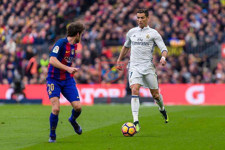 League Santander 2016/2017. Game: 14.<br /> FC Barcelona vs Real Madrid: 1-1.<br /> Sergi Roberto vs Cristiano Ronaldo.