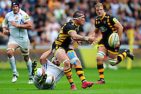 Guy Thompson of Wasps offloads the ball after being tackled. Aviva Premiership match, between Wasps and Exeter Chiefs on September 4, 2016 at the Ricoh Arena in Coventry, England. Photo by: Patrick Khachfe / JMP