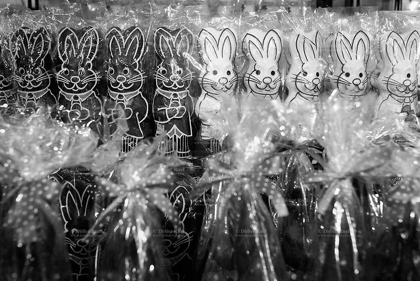 Switzerland. Zürich. Famous swiss chocolate Easter bunnies for sale in a supermarket. © 1991 Didier Ruef