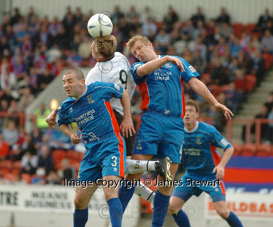 20040509    Copyright Pic: James Stewart.File Name : jspa12_clyde_v_ict..James Stewart Photo Agency 19 Carronlea Drive, Falkirk. FK2 8DN      Vat Reg No. 607 6932 25.Office     : +44 (0)1324 570906     .Mobile  : +44 (0)7721 416997.Fax         :  +44 (0)1324 570906.E-mail  :  jim@jspa.co.uk.If you require further information then contact Jim Stewart on any of the numbers above.........