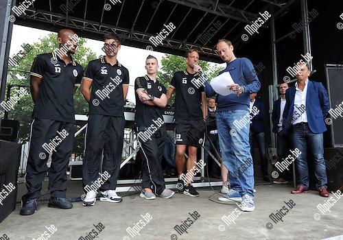 2014-07-21 / Voetbal / seizoen 2014-2015 / Fandag Beerschot-Wilrijk / Alles epelers werden aan het publiek voorgesteld. Hier is Davy De Smedt aan het woord.<br /><br />Foto: mpics.be