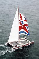 Marc Pajot sur Elf Aquitaine, 1981. Couverture de Neptune Nautisme 210. Vainqueur de la Route du Rhum 1982.