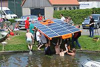 ALGEMEEN: ACHLUM: 03-07-2014, DONG Energy Solar Challenge, De boten moesten door ondiepten in Achlum uit het water worden gehaald, ©foto Martin de Jong