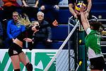 03.12.2017, Halle Berg Fidel, Muenster<br />Volleyball, Bundesliga Frauen, Normalrunde, USC MŸnster / Muenster vs. Rote Raben Vilsbiburg<br /><br />Angriff Laura KŸnzler / Kuenzler (#5 Vilsbiburg) - Block Juliet Lohuis (#4 Muenster)<br /><br />  Foto &copy; nordphoto / Kurth