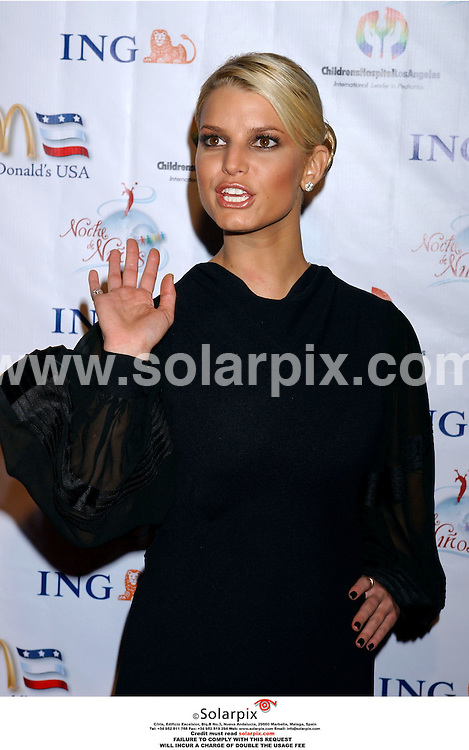 ALL-ROUND PICTURES BY SOLARPIX.COM. .MUST CREDIT SOLARPIX.COM OR DOUBLE FEE WILL BE CHARGED..Jessica Simpson arrives at the Noche De Ninos Children's Hospital Benefit at the Beverly Hilton Hotel in Beverly Hills, Ca. on Oct. 7, 2006.  .REF: 2886 GLS
