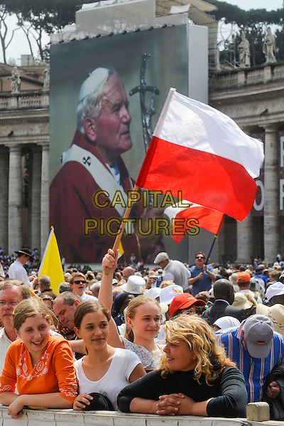 ATMOSPHERE .Pope Benedict XVI presided at the general audience in St Peter's Square in front of thousands of faithful, Vatican City,.May 4th, 2011.religion religious catholic holy faith gv general view fans flag crowds  .CAP/EPS/GG.©Giuseppe Giglia/EPS/Capital Pictures