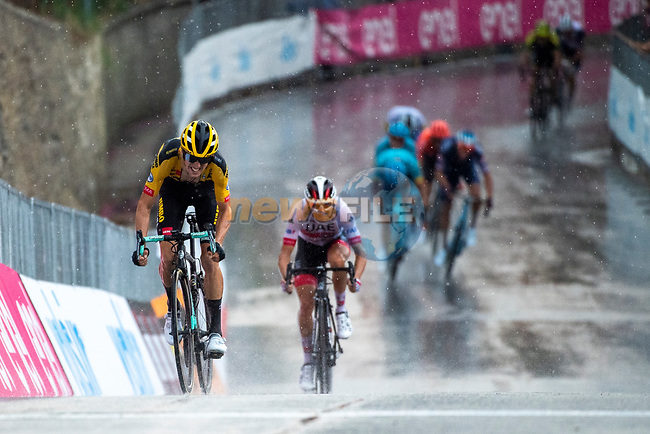 George Bennett (NZL) Team Jumbo-Visma stays ahead of Diego Ulissi (ITA) UAE Team Emirates on the final climb during the 104th edition of GranPiemonte 2020, running 187km from Santo Stefano Belbo to Barolo, Italy. 12th August 2020.<br /> Picture: LaPresse/Marco Alpozzi | Cyclefile<br /> <br /> All photos usage must carry mandatory copyright credit (© Cyclefile | LaPresse/Marco Alpozzi)
