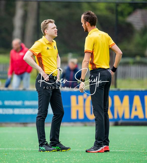 BLOEMENDAAL -   sheidsrechters Nino Anzini en Stefan Her .  , Libera hoofdklasse hockey Bloemendaal-Pinoke (0-0). COPYRIGHT KOEN SUYK