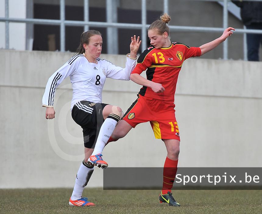 Belgie U17 - Duitsland U17 : duel tussen Saskia Meier (links) en Margaux Van Ackere.foto DAVID CATRY / Vrouwenteam.be