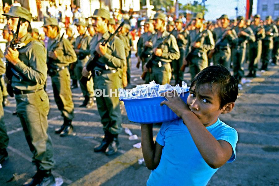 Desfile militar de Sandinistas em Manágua. Nicarágua. 1981. Foto de Juca Martins.