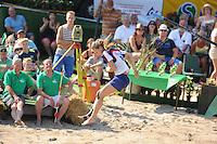 FIERLJEPPEN: VLIST: 22-08-2015, NK Fierljeppen/Polstokverspringen, Klaske Nauta won bij de dames met een finalesprong van 16.31m, ©foto Martin de Jong
