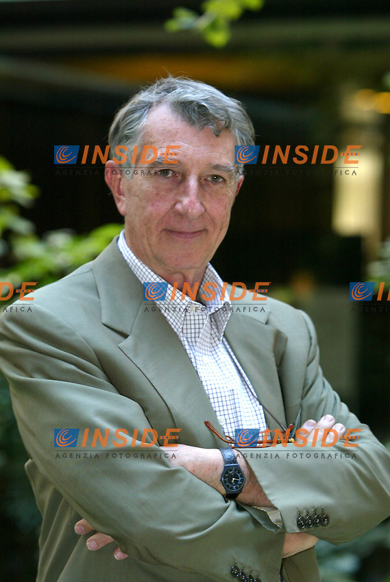 Roma 26/9/2003 Rai Presentazione del programma <br /> &quot;Cominciamo Bene - Le Storie &quot; in onda su Rai 3 <br /> Corrado Augias<br /> Foto Staccioli / Insidefoto