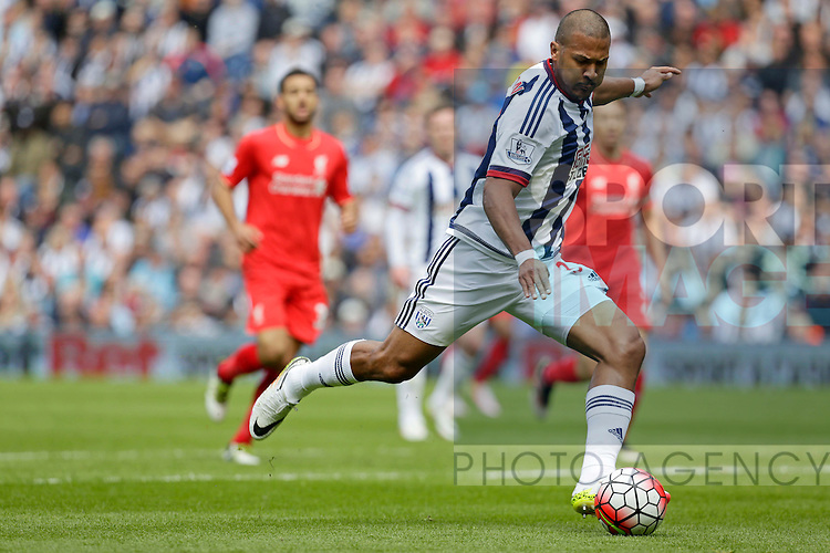 Salomon Rondon scoring the first goal of the game for West Bromwich Albion during the Barclays Premier League match at The Hawthorns.  Photo credit should read: Malcolm Couzens/Sportimage