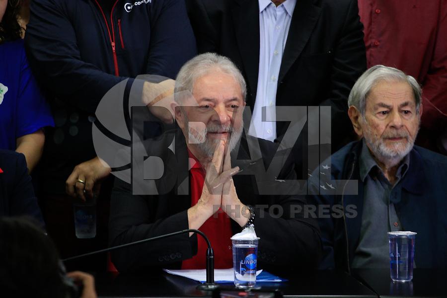 SÃO PAULO,SP, 13.07.2017 - LULA-SP - O ex-presidente Luiz Inácio Lula da Silva (PT) fala pela primeira vez após ser condenado, no diretório do Partido dos Trabalhadores (PT), no centro de São Paulo, nesta quinta-feira, 13. Lula foi condenado nesta quarta- feira, 12, a 9 anos e seis meses de prisão pelos crimes de corrupção passiva e lavagem de dinheiro no caso triplex do Guarujá. A condenação do juiz federal Sérgio Moro, da 13ª Vara Federal, em Curitiba, é a primeira do ex-presidente na Operação Lava Jato. Moro não decretou a prisão de Lula. <br /> <br /> (Foto: Fabricio Bomjardim/Brazil Photo Press)