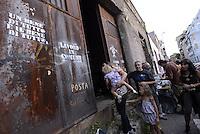 Roma, 14 Settembre 2014<br /> Un gruppo di giovani occupa nel quartiere Pigneto una ex officina espropiata dal Comune, abbandonata e lasciata al degrado con il progetto di trasformarla in spazio sociale per coworking, lavoro comune. Hierba Mala, spazio comune autogestito.