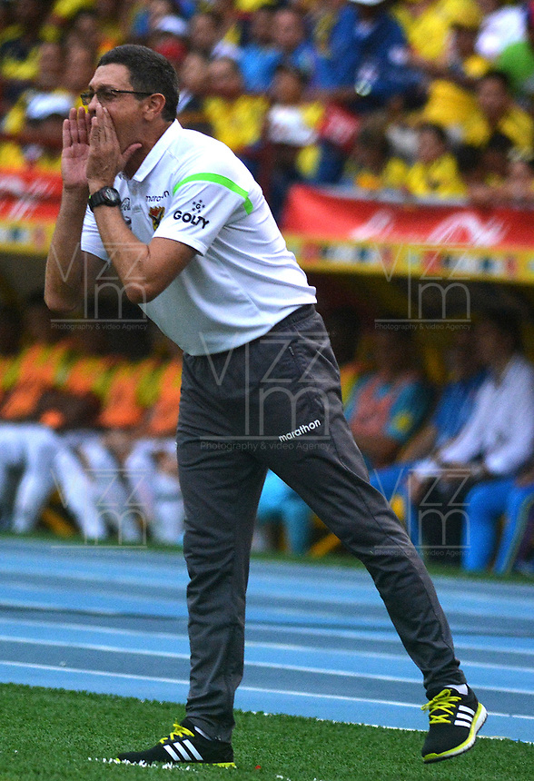 BARRANQUILLA - COLOMBIA -08-10-2015: Diego Soria técnico de Bolivia durante partido contra de Colombia de la fecha 13 por la clasificación a la Copa Mundial de la FIFA Rusia 2018 jugado en el estadio Metropolitano Roberto Melendez en Barranquilla. /  Diego Soria coach of Bolivia during match against Colombia of the date 13 for the qualifier to FIFA World Cup Russia 2018 played at Metropolitan stadium Roberto Melendez in Barranquilla. Photo: VizzorImage / Alfonso Cervantes / Cont