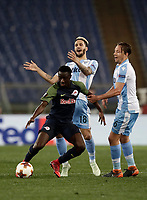 Europa League quarter-final 1st leg <br /> S.S. Lazio - FC Salzburg  Olympic Stadium Rome, April 5, 2018.<br /> Salzburg's Diadi&eacute; Samass&eacute;kou (c) in action with Lazio's Luis Alberto (l) and Lucas Leiva (r) during the Europa League match between Lazio and Salzburg at Rome's Olympic stadium, April 5, 2018.<br /> UPDATE IMAGES PRESS/Isabella Bonotto