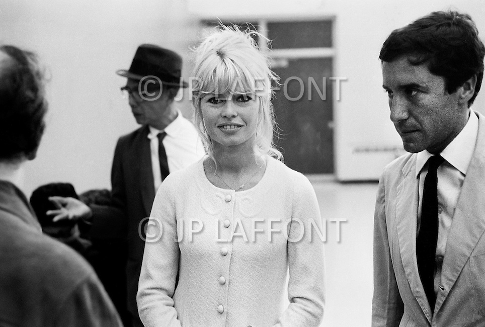 December 16th, 1965. New York City, Hotel Plaza. Brigitte Bardot arrived to New York with Jeanne Moreau for the promotion of the movie they just finished in Mexico: Viva Maria. They came for a press conference with the movie director Louis Malle. Came along Brigitte's boyfriend Bob Zagury.<br />