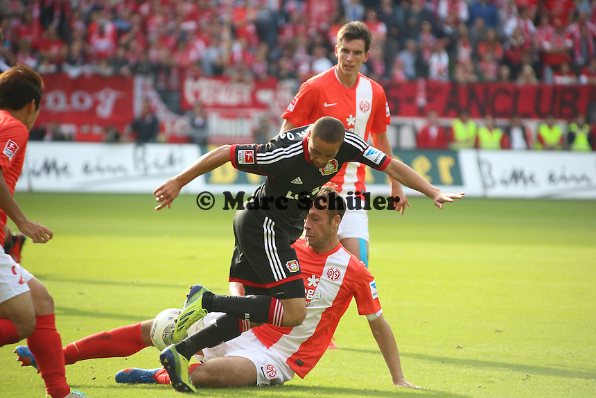 Nikolce Noveski (Mainz) stoppt Sidney Sam (Bayer)-  1. FSV Mainz 05 vs. Bayer 04 Leverkusen, Coface Arena, 6. Spieltag
