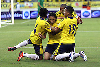 BARRANQUILLA - COLOMBIA - 11 -06 -2013: Falcao de la selección  Colombia celebra su gol  contra   la selección del Perú ,partido para la clasificación al mundial Brasil del 2014. Falcao  of the selection Colombia fights for the ball with XXXX (Right) of the selection of Peru, the classification match for the World Cup Brazil 2014. <br /> (Foto: VizzorImage / Felipe Caicedo / Staff). VizzorImage / Felipe Caicedo / Staff