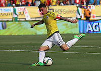 BARRANQUILLA  -COLOMBIA , 28,MARZO-2016. James Rodriguez jugador de Colombia   contra  Ecuador    por la fecha 6 de las eliminatorias para el mundial de Rusia 2018 jugado en el estadio Metropolitano Roberto Meléndez./James Rodriguez of Colombia fights for the ball with XXXX of Ecuador  during   a match between Colombia and Ecuador as part of FIFA 2018 World Cup Qualifier six date at Metropolitano Roberto Melendez Stadium on March  28, 2015 in Barranquilla, Colombia. Photo: VizzorImage / Felipe Caicedo / Staff