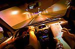In de Tweede Beneluxtunnel in Schiedam scheuren geselecteerde automobilisten door de nog afgesloten tunnelbuis tijdens zgn lichtproeven. Met de test waarbij de chauffeurs en de bijrijders telkens een vragenlijst moesten doornemen, onderzocht Rijkswaterstaat hoe de belichting in de tunnel optimaal moest worden ingesteld. Met verschillende snelheden en verschillende lichtsterktes moesten de auto's door de lege tunnel rijden. De Tweede Beneluxtunnel zal over enkele weken officieel worden geopend. COPYRIGHT TON BORSBOOM