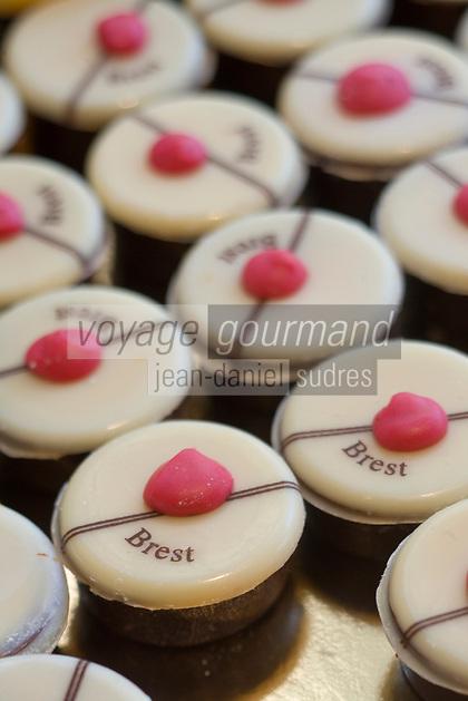 """Europe/France/Bretagne/29/Finistère/Brest:  """"Ponpon de Brest"""" confiserie au  caramel  et chocolat de Pierre Le Petitcorps Boulanger-Patissier  """" Aux Gourmandises de Siam"""""""