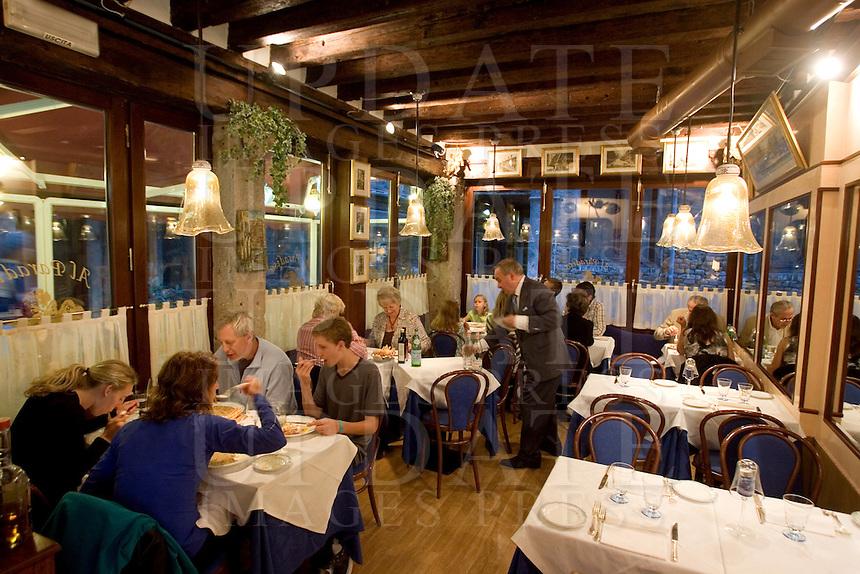 Interno del ristorante Al Paradiso, a Venezia.<br /> Interior of the restaurant Il Paradiso, in Venice.<br /> UPDATE IMAGES PRESS/Riccardo De Luca