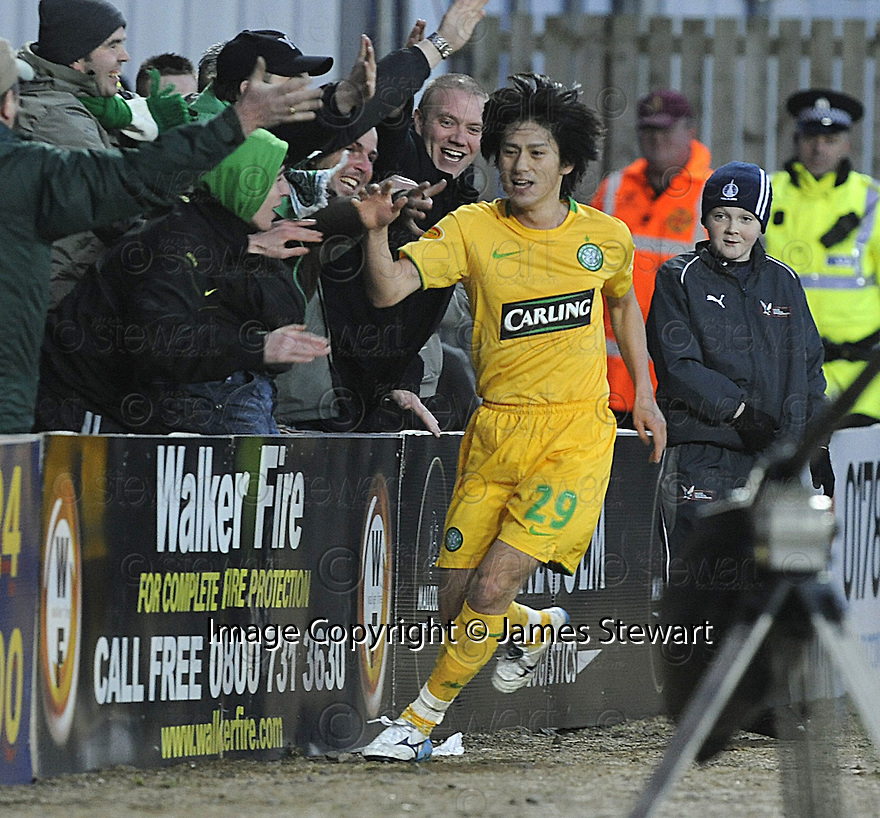 21/12/2008  Copyright Pic: James Stewart.File Name : sct_jspa02_falkirk_v_celtic.KOKI MIZUNO CELEBRATES AFTER HE SCORES CELTIC'S SECOND.James Stewart Photo Agency 19 Carronlea Drive, Falkirk. FK2 8DN      Vat Reg No. 607 6932 25.Studio      : +44 (0)1324 611191 .Mobile      : +44 (0)7721 416997.E-mail  :  jim@jspa.co.uk.If you require further information then contact Jim Stewart on any of the numbers above.........