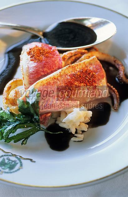 Europe/France/Aquitaine/64/Pyrénées-Atlantiques/Biarritz: Rougets de pays en filets poêlés, chipirons et riz crémeux, sauce à l'encre au piment
