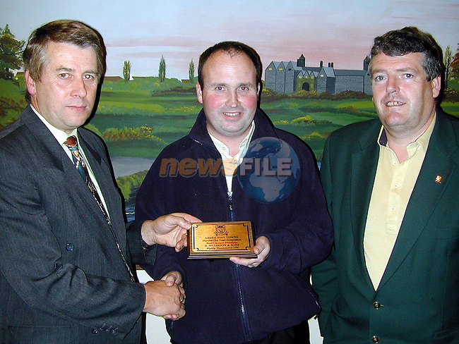Brendan Matthews, Chairman Tidy Towns and Finan McCoy presenting Tom Muldoon of Brian Muldoon & Sons with an award for Highly Commended Licienced Premises..Picture Paul Mohan Newsfile