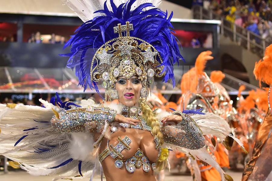 SÃO PAULO,SP - 25.02.2017 - CARNAVAL-SP - Ana Paula Minerato da escola de samba Acadêmicos do Tatuapé, durante desfile do grupo especial do Carnaval de São Paulo, no Sambódromo do Anhembi, zona norte de São Paulo, na madrugada deste sábado, 25. (Foto: Eduardo Carmim/Brazil Photo Press)