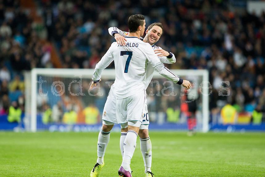 Higuain and Cristiano celebrates goal