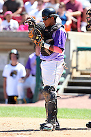 Kane County Cougars catcher Juan Nunez (25) during a game vs. the Peoria Chiefs at Elfstrom Stadium in Geneva, Illinois August 15, 2010.   Peoria defeated Kane County 8-4.  Photo By Mike Janes/Four Seam Images