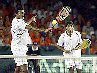 20030920, Zwolle, Davis Cup, NL-India, Rohan Bopanna and Mahesh Bhupathi in their lost dubbels