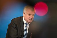 Vorstellung des &quot;Masterplan Migration&quot; des Bundesminister des Innern, fuer Bau und Heimat, Horst Seehofer (CSU), am Dienstag den 10. Juli 2018.<br /> 10.7.2018, Berlin<br /> Copyright: Christian-Ditsch.de<br /> [Inhaltsveraendernde Manipulation des Fotos nur nach ausdruecklicher Genehmigung des Fotografen. Vereinbarungen ueber Abtretung von Persoenlichkeitsrechten/Model Release der abgebildeten Person/Personen liegen nicht vor. NO MODEL RELEASE! Nur fuer Redaktionelle Zwecke. Don't publish without copyright Christian-Ditsch.de, Veroeffentlichung nur mit Fotografennennung, sowie gegen Honorar, MwSt. und Beleg. Konto: I N G - D i B a, IBAN DE58500105175400192269, BIC INGDDEFFXXX, Kontakt: post@christian-ditsch.de<br /> Bei der Bearbeitung der Dateiinformationen darf die Urheberkennzeichnung in den EXIF- und  IPTC-Daten nicht entfernt werden, diese sind in digitalen Medien nach &sect;95c UrhG rechtlich geschuetzt. Der Urhebervermerk wird gemaess &sect;13 UrhG verlangt.]