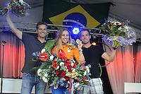 ZEILEN: WARTEN: 27-08-2016, Huldiging Marit Bouwmeester, Marit met broer Roelof (rechts) en coach Jaap Zielhuis, ©foto Martin de Jong