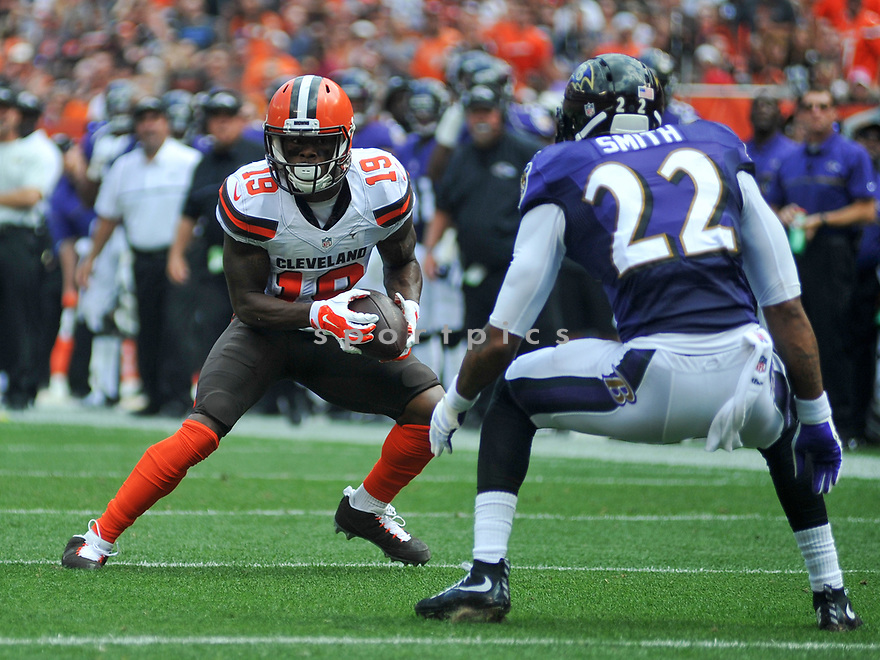 CLEVELAND, OH - JULY 18, 2016: Wide receiver Corey Coleman #19 of the Cleveland Browns carries the ball to score a touchdown in the first quarter of a game against the Baltimore Ravens on July 18, 2016 at FirstEnergy Stadium in Cleveland, Ohio. Baltimore won 25-20. (Photo by: 2017 Nick Cammett/Diamond Images)  *** Local Caption *** Corey Coleman; Jimmy Smith(SPORTPICS)