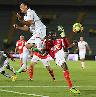 BOGOTA -COLOMBIA. 04-05-2014. Dairon Mosquera (Der)  de Independiente Santa Fe disputa el balon  contra  Marlon Piedrahita  del  Once Caldas partido de Vuelta de Los Cuartos de Final de  La Liga Postobon  jugado en el estadio El Campin . Dairon Mosquera (Der) of Independiente Santa Fe dispute the balloon against Once Caldas  Marlon Piedrahita Party Spin The Quarterfinals La Liga Postobon played at El Campin. Photo: VizzorImage / Felipe Caicedo / Staff