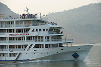 Daytime landscape view of a commercial river cruise liner on the Cháng Jiāng in the Wànzhōu District in the Chongqing Municipality.  © LAN