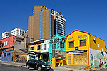 Predios e casas na rua Cardeal Arcoverde, bairro Pinheiros. Sao Paulo. 2015. Foto de Juca Martins.