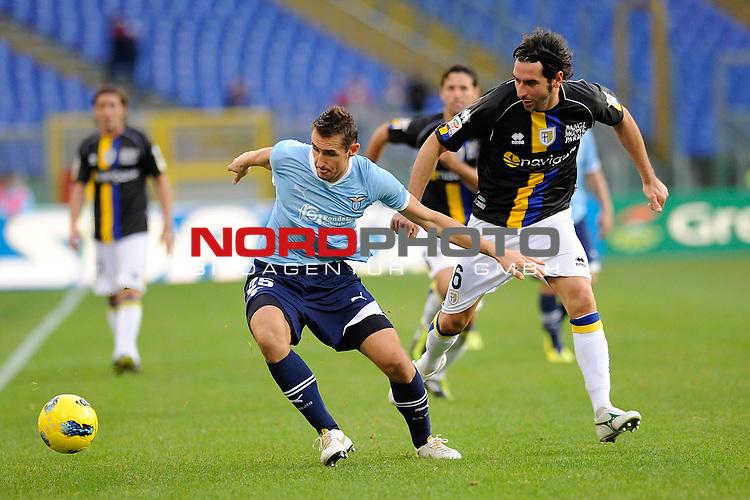 Miroslav KLOSE (Lazio) fights for the ball possession against Alessandro LUCARELLI (Parma). ROMA 06/11/2011, Stadio Olimpico, Calcio, Campionato di Serie A 2011/2012, Lazio Vs Parma.<br /> Foto &copy; nph /  sportmedia<br /> ***** Attention only for GER, CRO, SUI *****