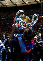 Calcio, finale di Champions League Juventus vs Barcellona all'Olympiastadion di Berlino, 6 giugno 2015.<br /> FC Barcelona's Lionel Messi kisses the trophy at the end of the Champions League football final between Juventus Turin and FC Barcelona, at Berlin's Olympiastadion, 6 June 2015. Barcelona won 3-1.<br /> UPDATE IMAGES PRESS/Isabella Bonotto
