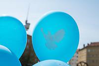 """Mehrere tausend Menschen nahmen am Samstag den 20. April 2019 am Ostermarsch der Berliner Friedenskoordination unter dem Motto """"Abruesten statt Aufruesten - Die Welt braucht Frieden statt Kriegsbuendnisse"""" teil.<br /> 20.4.2019, Berlin<br /> Copyright: Christian-Ditsch.de<br /> [Inhaltsveraendernde Manipulation des Fotos nur nach ausdruecklicher Genehmigung des Fotografen. Vereinbarungen ueber Abtretung von Persoenlichkeitsrechten/Model Release der abgebildeten Person/Personen liegen nicht vor. NO MODEL RELEASE! Nur fuer Redaktionelle Zwecke. Don't publish without copyright Christian-Ditsch.de, Veroeffentlichung nur mit Fotografennennung, sowie gegen Honorar, MwSt. und Beleg. Konto: I N G - D i B a, IBAN DE58500105175400192269, BIC INGDDEFFXXX, Kontakt: post@christian-ditsch.de<br /> Bei der Bearbeitung der Dateiinformationen darf die Urheberkennzeichnung in den EXIF- und  IPTC-Daten nicht entfernt werden, diese sind in digitalen Medien nach §95c UrhG rechtlich geschuetzt. Der Urhebervermerk wird gemaess §13 UrhG verlangt.]"""